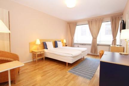 Apartment Close to Stockholm School of Economics - 5407 - Image 1 - Stockholm - rentals