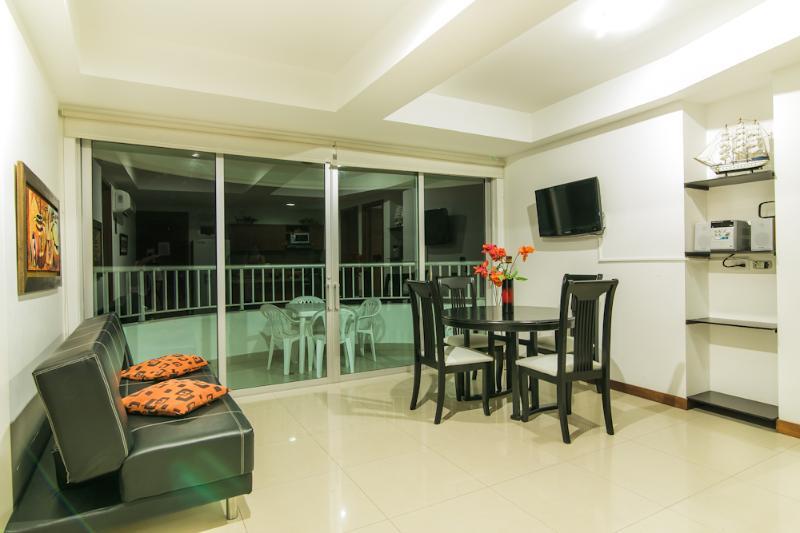2 Bedroom Apartment with Balcony in Bocagrande - Image 1 - Cartagena - rentals