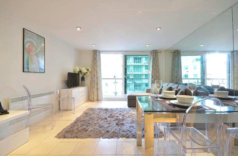 uberlondonapartments - lounge space with dining table  - Uber London Riverside - London - rentals
