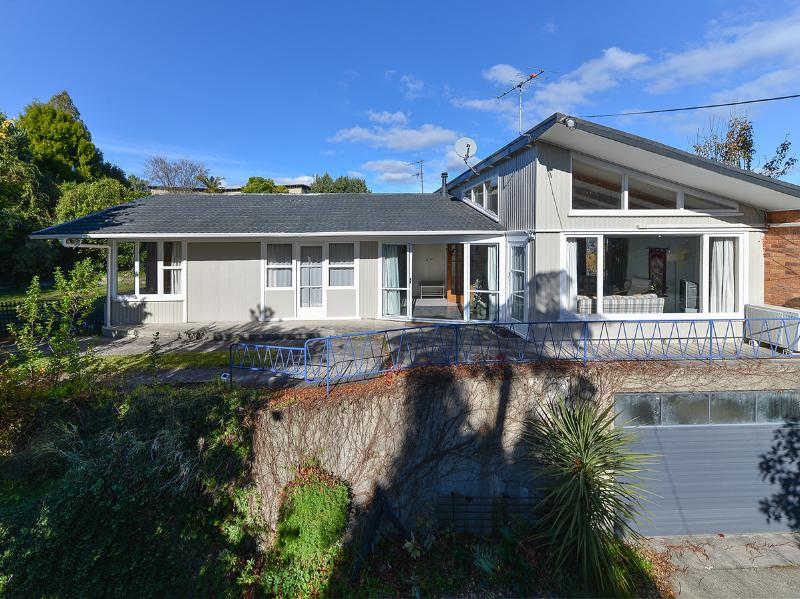 Grand Vue Holiday House - Image 1 - Rotorua - rentals