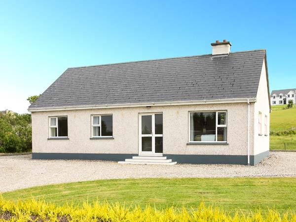 MOUNTAIN VIEW, single storey, open fire, garden, en-suites, Ardara Ref 18747 - Image 1 - Ardara - rentals