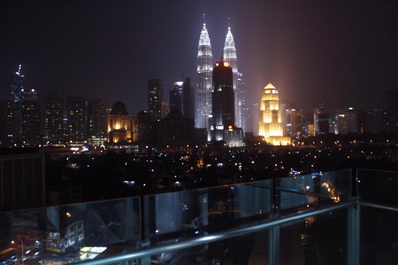 KLCC view from the balcony/patio - PETRONAS TOWER VIEW@haYATsTAY  SETIASKY - Kuala Lumpur - rentals