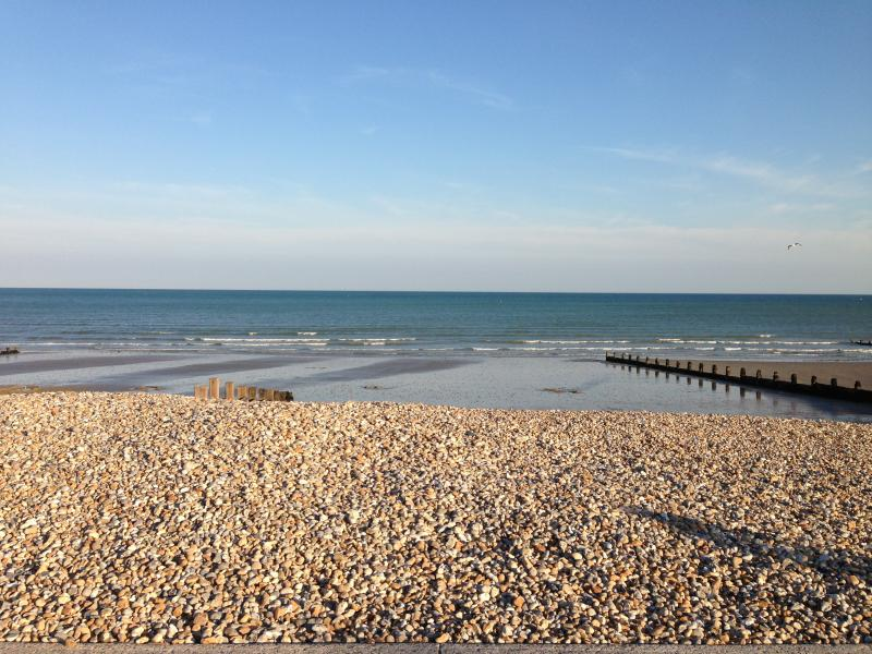 "BEACH TIDE OUT - ""CONTENT"" - SEA FRONT IN FELPHAM - Felpham - rentals"