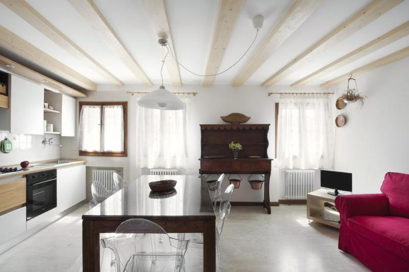 A cozy&bright apt with beautiful view on S.Stefano - Image 1 - Venice - rentals