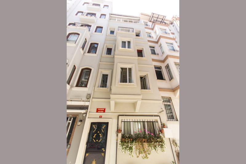 Studio Flat Near Istiklal Avenue Taksim - 121 - Image 1 - Istanbul - rentals