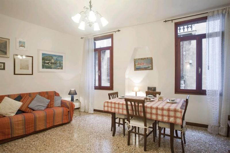 Comfortable apt view on a canal near Frari church - Image 1 - Venice - rentals
