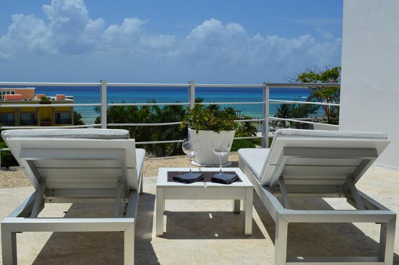 PH 2BDM WITH JACUZZI AND SEA VIEW, 7th NIGHT FREE! - Image 1 - Playa del Carmen - rentals