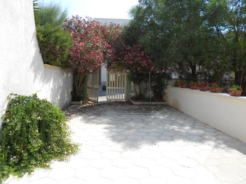 Giardino posteriore con posto auto - Villa Caraibi di Torre Lapillo 100mt mare GRAF - Torre Lapillo - rentals