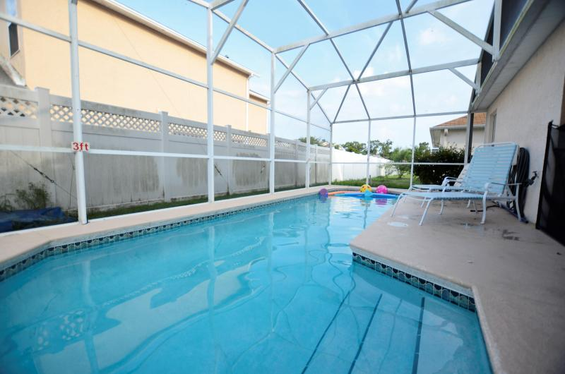 Screened backyard with heated pool and lounge chairs - From $120 6BR/4BA pool home.Near Disney,Seaworld - Kissimmee - rentals