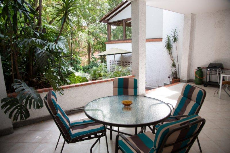 outside seating to entertain - Huge Balcony 2 Bedroom right above Park Lleras - Medellin - rentals