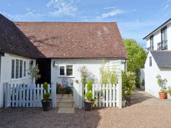 EDGEWOOD HOUSE COTTAGE, enclosed garden, WiFi, woodburner, beams, all ground floor, Ref 912345 - Image 1 - Crowhurst - rentals