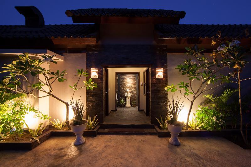 Villa Entrance - Just a few minutes from main Beach & Restaurants - nestled in quiet part of village - Amalika Villa - Gili T's Most Luxurious - Gili Trawangan - rentals