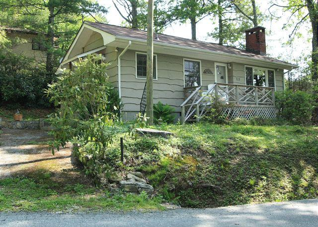 Shady Lane is a adorable compact cottage, in-town Blowing Rock - Image 1 - Blowing Rock - rentals