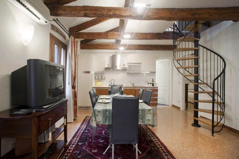 Comfortable & spacious apartment in Santa Croce - Image 1 - Venice - rentals
