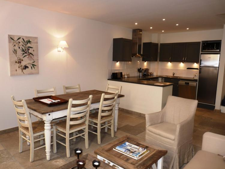 Nordic Suquet 2 Bedroom Apartment in Cannes - Image 1 - Cannes - rentals