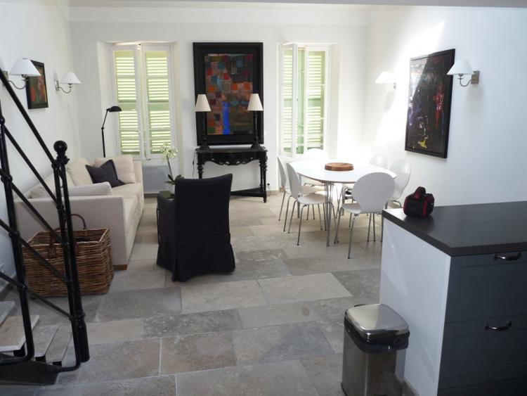 Spacious 2 Bedroom Flat with a Balcony, Nordic Suquet 3 - Image 1 - Cannes - rentals