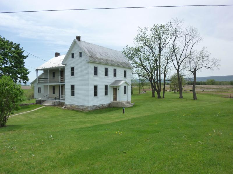Outside View - Farmhouse Minutes from Whitetail Mountain Resort - Lemasters - rentals