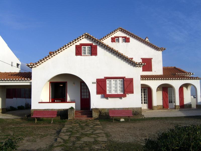 Beachfront villa near Lisbon - Santa Cruz - Image 1 - Silveira - rentals