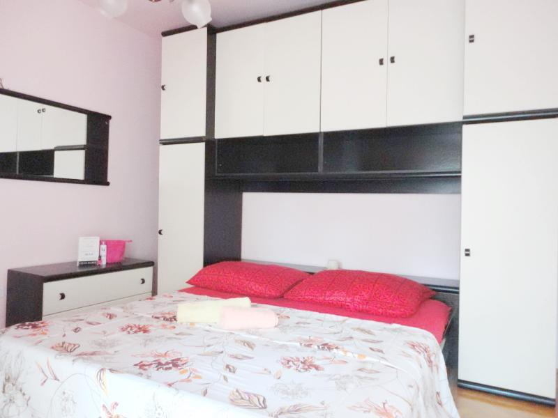 bedroom no.1 with 180*200cm bed - holiday Split rental apartment Toni - Split - rentals