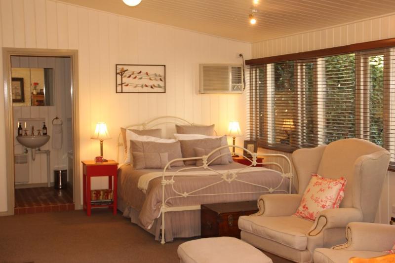 Cedar Cottage bedroom - Brim Brim Gardens - Buninyong - rentals