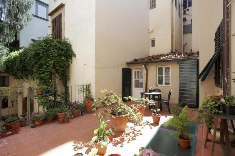 Cosy & spacious apt facing Santa Croce church - Image 1 - Florence - rentals