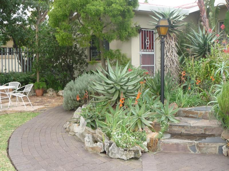 Entrance & Garden - Camico - Cape Town - rentals
