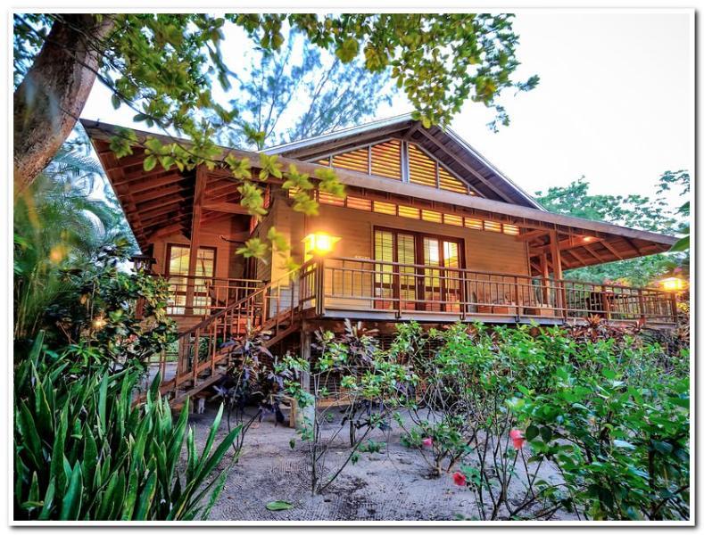 Welcome Home - Tropical Breeze Villa - Beachfront - Sleeps 8 - Roatan - rentals