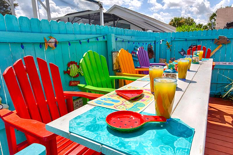 The kids will love eating at this colorful poolside dining deck! - The Kids will Totally Adore their Theme Rooms! - Orlando - rentals