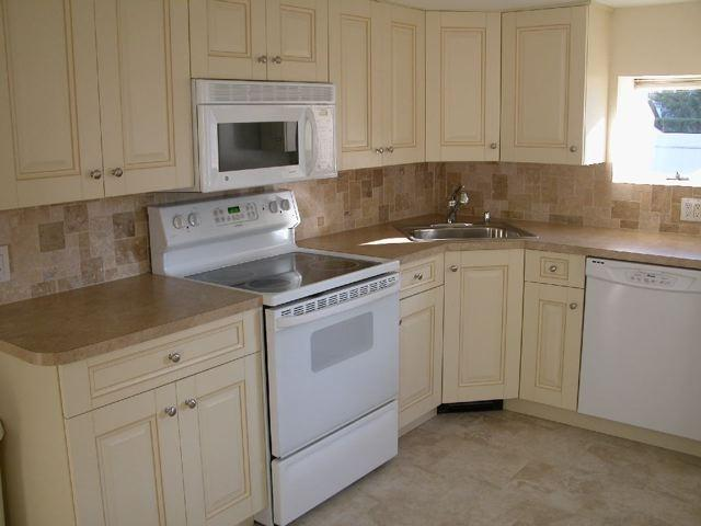 Kitchen - Beautiful Home 3 Blocks from the Ocean - Long Beach - rentals