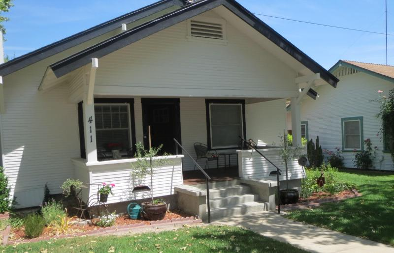 Classic Craftsman with inviting front porch - Walk  to Downtown Restaurants, Park, Wine Tasting - Paso Robles - rentals
