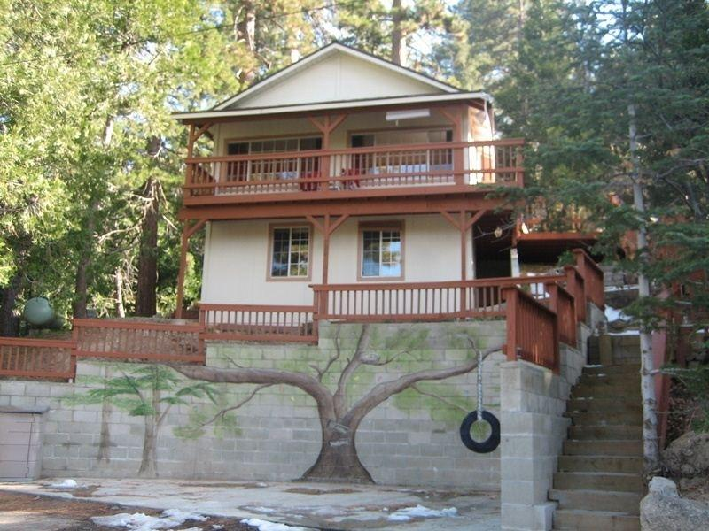 Secluded Tree House with a birds eye view - Serenity Nest - Pet Friendly Serenity Nest - Secluded with Views! - Crestline - rentals