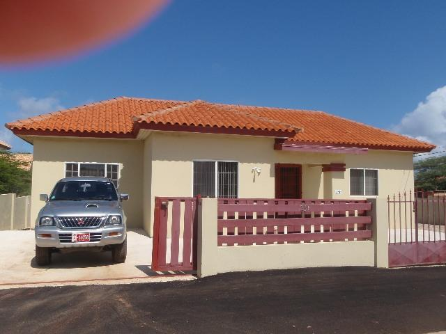 $995  for a week rental , VEHICLE USE IS AVAILABLE - Image 1 - Noord - rentals