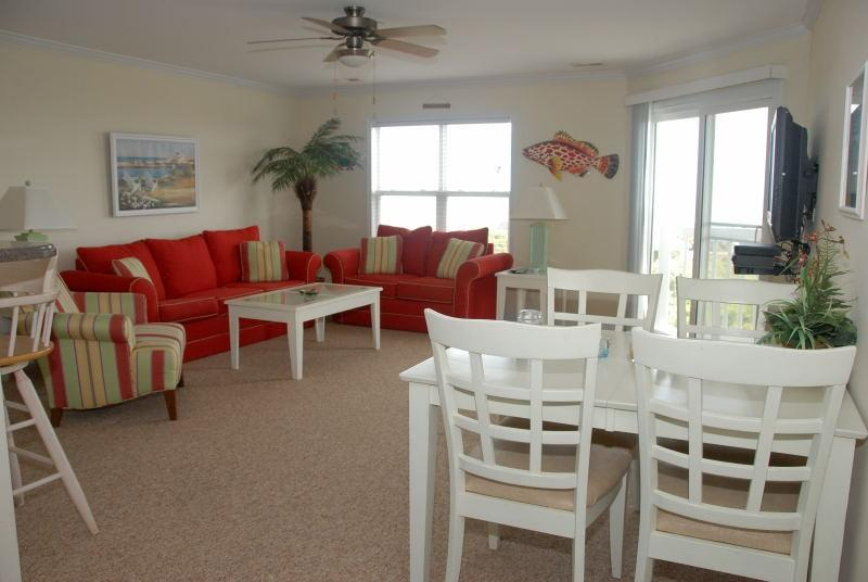 LIVING AREA - OCEANVIEW TOP FLOOR 3 BEDROOM CONDO WITH POOL - Oak Island - rentals