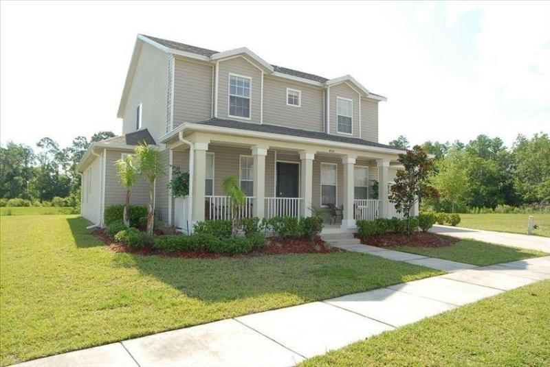 Lake view villa with pool and Spa near Disney - Image 1 - Kissimmee - rentals
