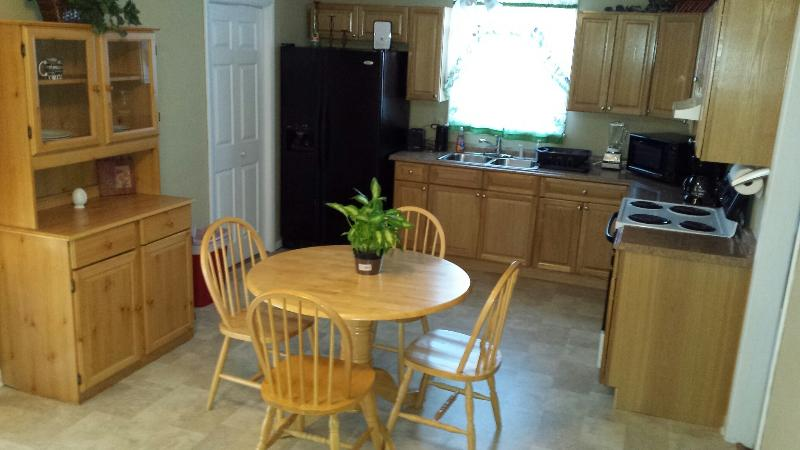 full service kitchen w/stove, refrigerator, microwave, coffee pot - Great Location in Music Row and Minutes from Downt - Nashville - rentals