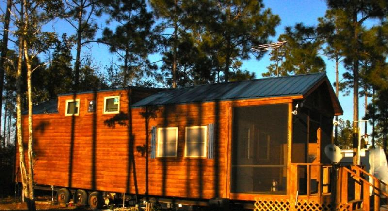 Carrabelle Fish Camp., Outdoor deck and grill - Image 1 - Carrabelle - rentals