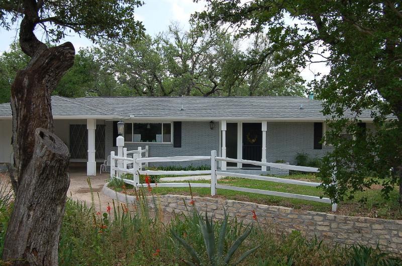 Renovated Home Near Downtown Glen Rose W/ Screened Porch - Plus Dinner for Two! - Image 1 - Glen Rose - rentals