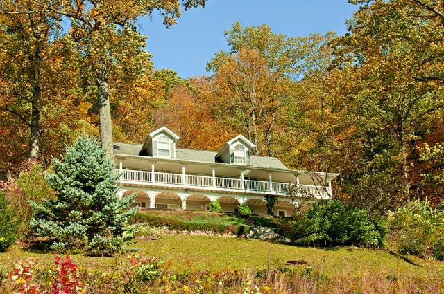 Carolina Mountain Dream on a beautiful fall day - FREE NIGHTS!  2 Miles to Skiing - Spacious Home - Maggie Valley - rentals