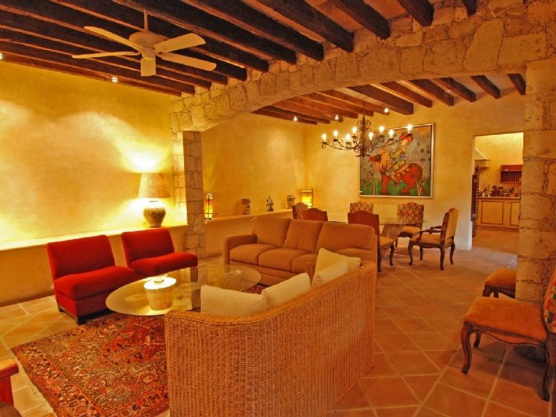 Living and dining room - LUXURIOUS SLEEPS 6 WITH BEDOUIN TENT, FIREPLACE - San Miguel de Allende - rentals
