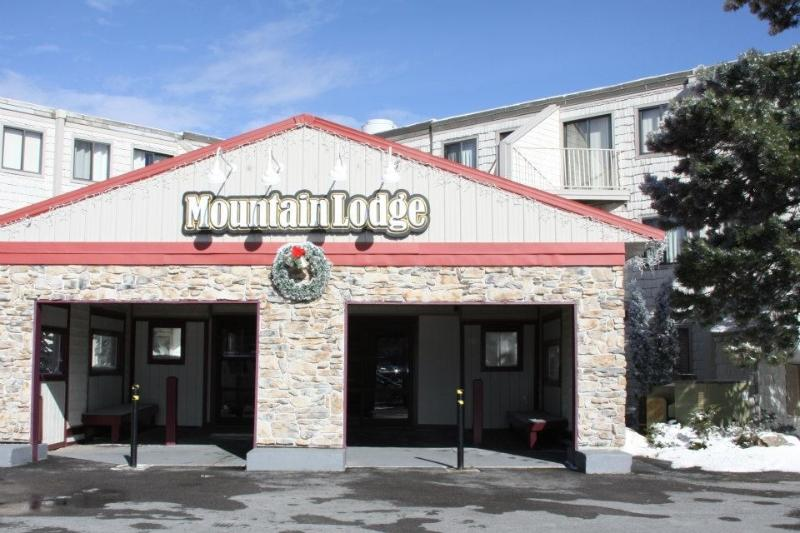 Front Entrance - 2BR Slopeside, Ski in/ Ski Out, Great Ski Get Away - Snowshoe - rentals