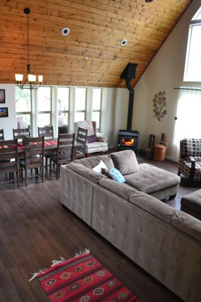 The Great Room brings families together. - Spacious Family Friendly Home near Yosemite - Yosemite National Park - rentals