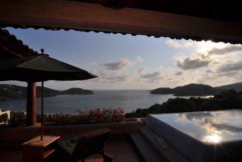Amazing views of the bay - 3000 sq/ft+ LUXURY PENTHOUSE - from $210 p/n!! - Zihuatanejo - rentals