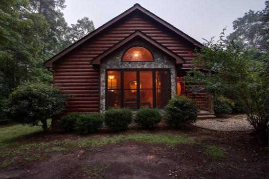 Looking into the living room - Yawateg - For all the trees, hills and seclusion, you`ll enjoy this pet friendly vacation cabin - McCaysville - rentals