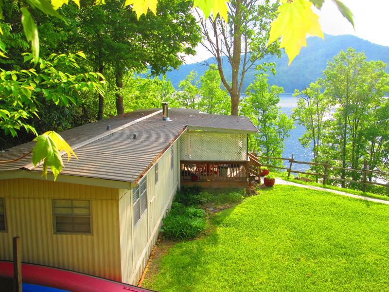 Great Sunsets! hot tub, wi fi, lake dock, $100.00! - Image 1 - Lake Nantahala - rentals