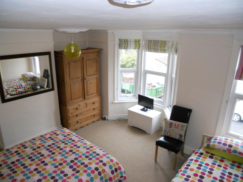 Bedroom 2 is a spacious room with a kingsize bed and a single bed, plenty of room, sleeps 3. - Wepner House - Bristol - rentals