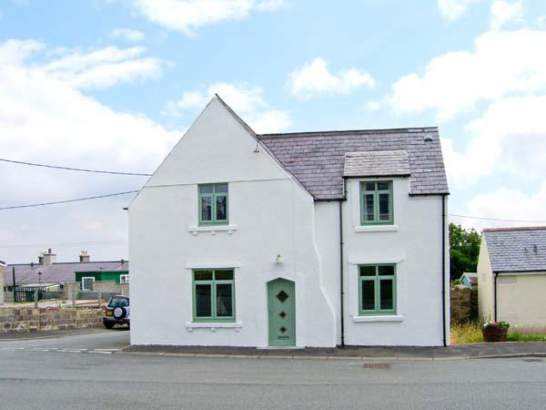 THE OLD SURGERY, ARDWYN, stone-built, off road parking, garden, bike storage, in Aberffraw, Ref 904827 - Image 1 - Aberffraw - rentals