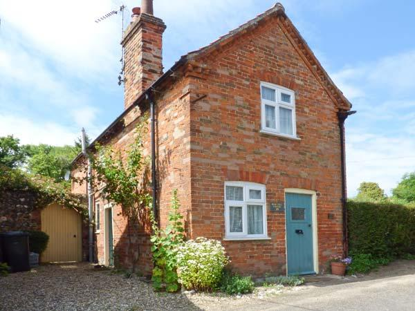 PEAR TREE COTTAGE, multi-fuel stove, WiFi, garden with patio and furniture, in Castle Acre, Ref 914885 - Image 1 - Castle Acre - rentals