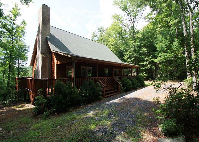 Segal's Nest a great getaway! Cedar shake cabin with hot tub, sleeps 6 - Image 1 - Blowing Rock - rentals