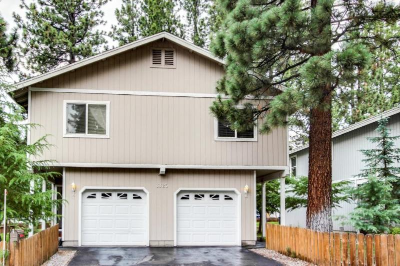 Cozy, convenient getaway with filtered lakeviews and hot tub - Image 1 - South Lake Tahoe - rentals