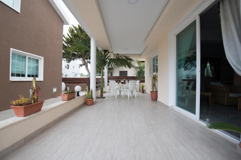 4 bedroom Villa Superior Terrace Beach Oroklini Larnaca - Image 1 - Oroklini - rentals